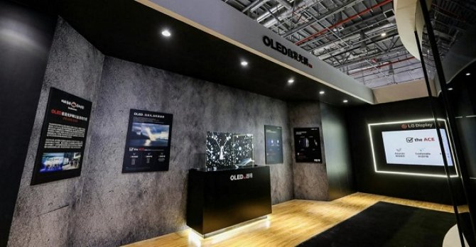 OLED电视亮相2021 AWE,掀起健康护眼风